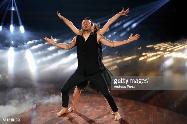 Giovanni Zarrella and Marta Arndt perform on stage during the 5th show of the tenth season of the television competition 'Let's Dance' on April 21...