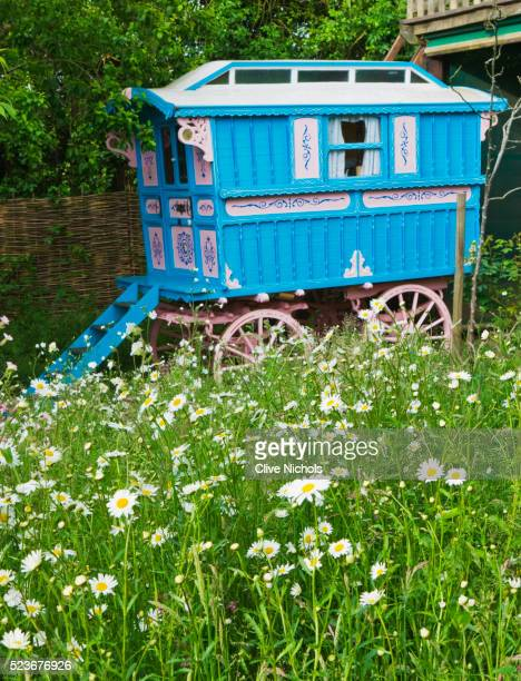 gipsy house, buckinghamshire - gypsy caravan stock pictures, royalty-free photos & images