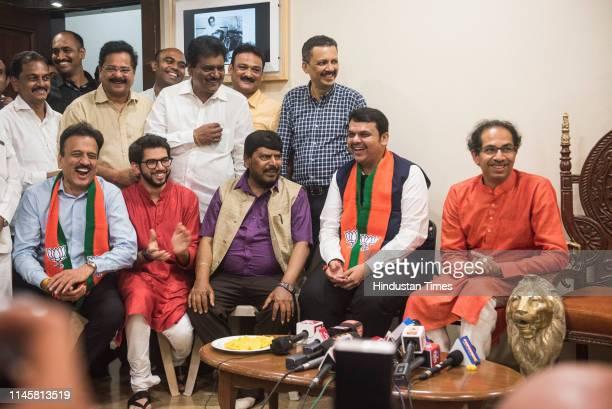 Girish Mahajan Aditya Thackeray Ramdas Athavale Maharashtra CM Devendra Fadnavis and Shiv Sena Chief Uddhav Thackeray at Matoshri during a press...
