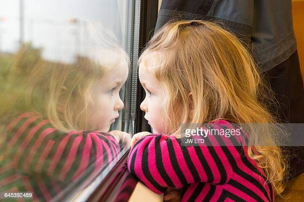 girl 3-4 years looking out of train window - 2 3 years stock pictures, royalty-free photos & images