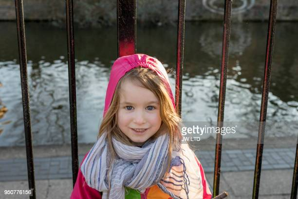 girl 4-5 years smiling to camera - 4 5 years photos stock pictures, royalty-free photos & images