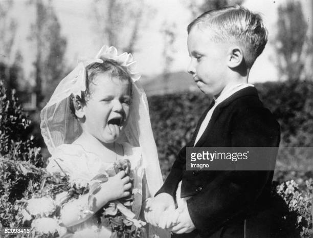 Girl and boy as bridal couple Photograph America California Long Beach Around 1930 [Mdchen und Bub als Brautpaar Photographie Amerika Kalifornien...