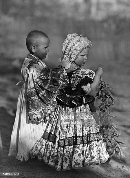 Girl and boy dressed in traditional costumes - ca. 1935 - Photographer: Rudolf Balogh - Published by: 'Blatt Wien' 21/1935 Vintage property of...