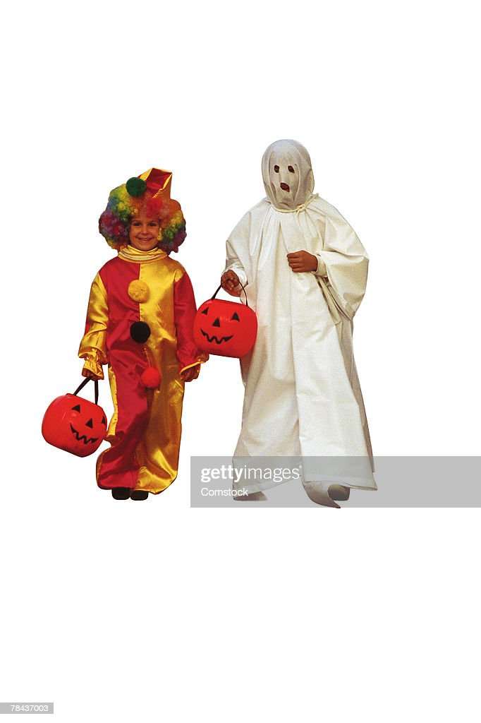 Girl and boy in Halloween costumes : Stockfoto