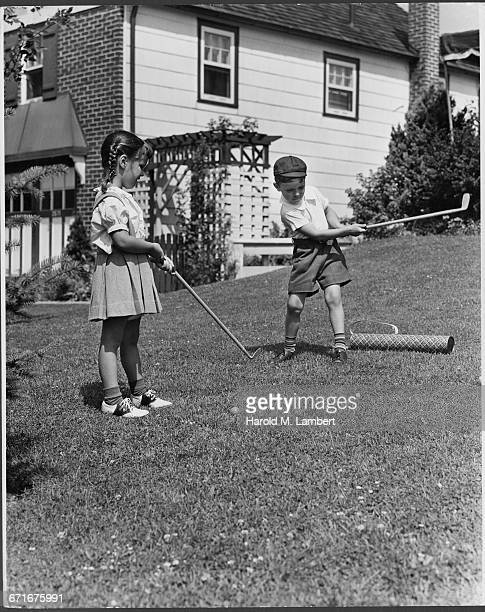 girl and boy playing in garden - {{relatedsearchurl(carousel.phrase)}} imagens e fotografias de stock
