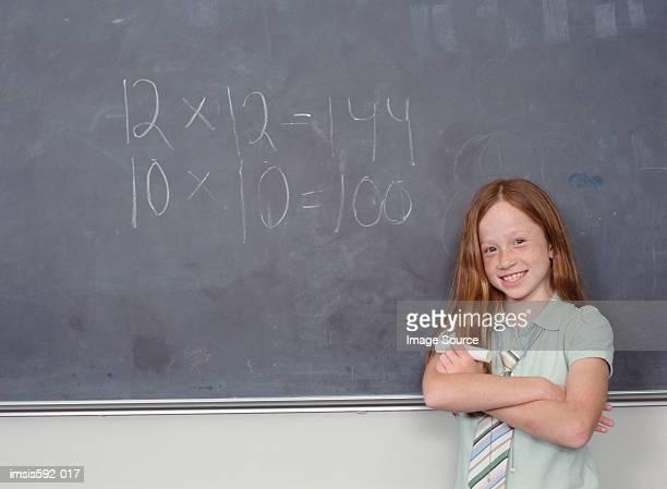 Mädchen und sum auf Tafel