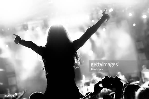 Mädchen in einem Konzert
