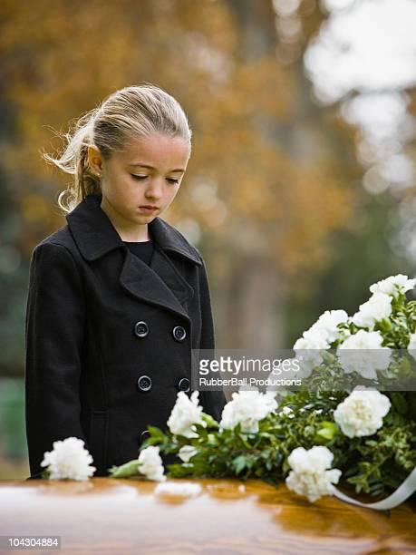 La jeune fille dans un Funérailles