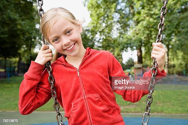 chica en un patio de juegos - white pants fotografías e imágenes de stock