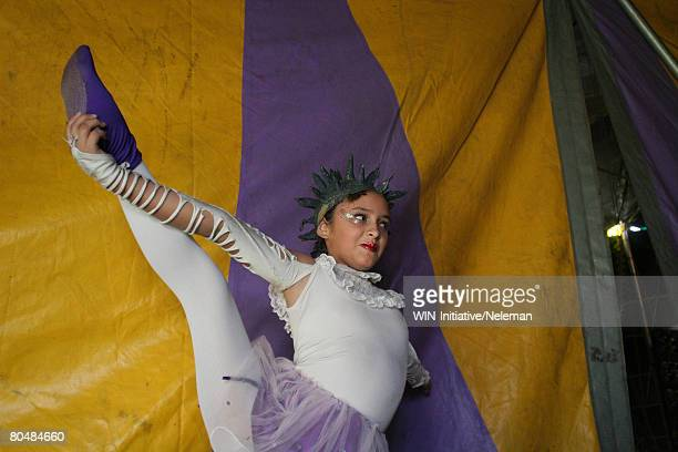 girl at circus - little girls in pantyhose stock pictures, royalty-free photos & images