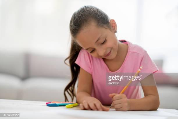 Mädchen zu Hause Zeichnung und Färbung