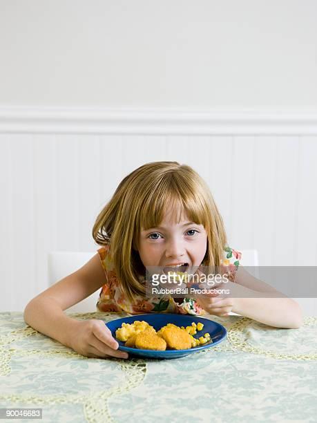 kithen chica en la mesa