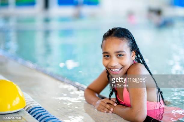 Jeune fille à la piscine