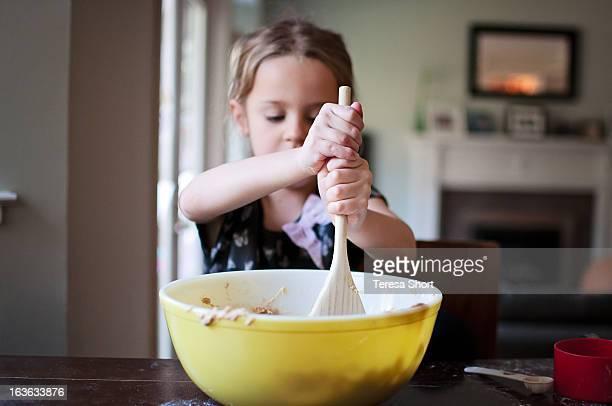 girl baking and mixing - backen stock-fotos und bilder