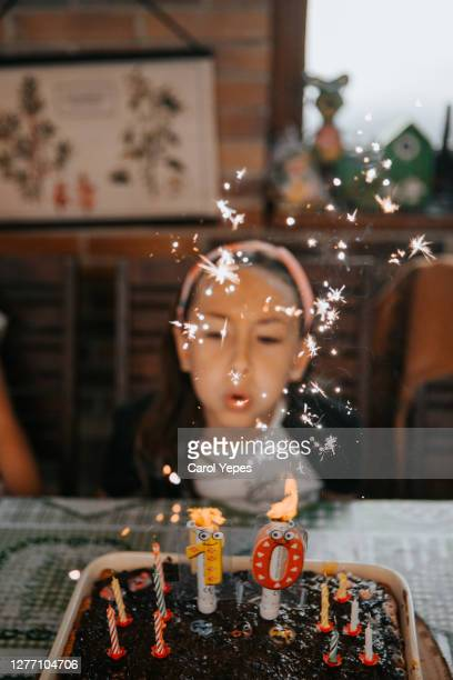 girl blowing candles in her 10 birthday party - comemoração conceito imagens e fotografias de stock