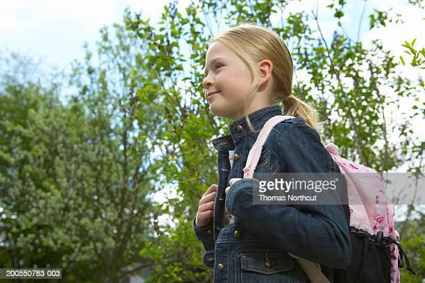 女性用のバックパック(8 -10 )、屋外笑顔、サイドの眺め
