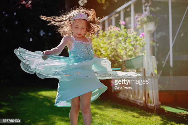 girl ( 5)  dancing in field in princess dress - prinzessin stock-fotos und bilder