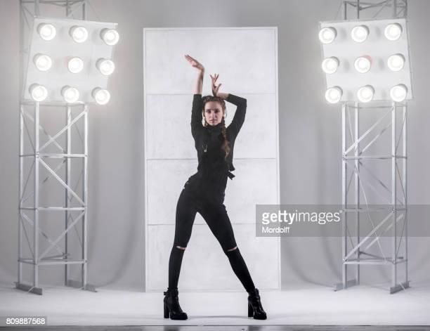 Mädchen tanzen im Waacking-Stil