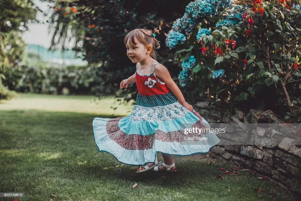 girl dancing outdoors : Stock-Foto