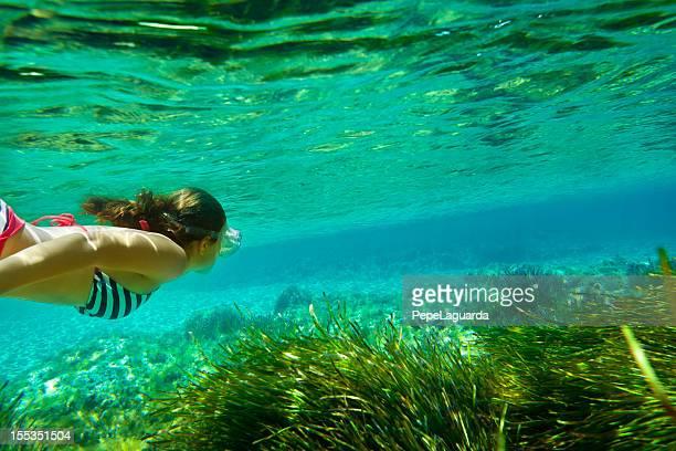 Mädchen Tauchen unter Wasser