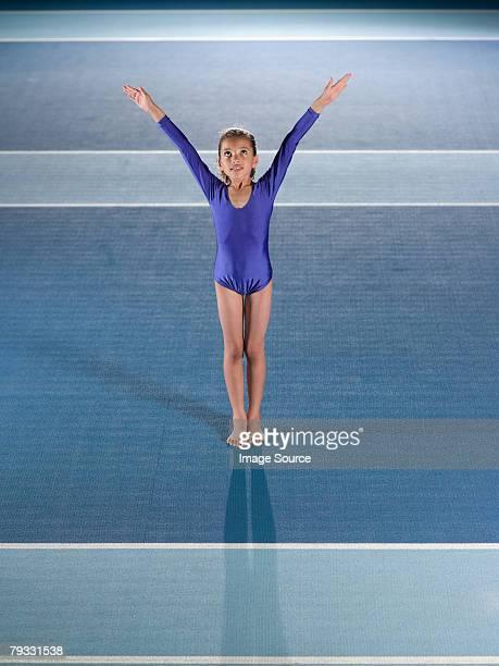 girl doing gymnastics - floor gymnastics stock pictures, royalty-free photos & images