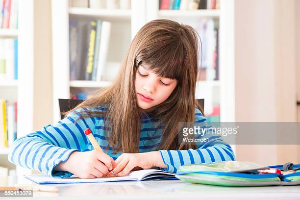 girl doing homework - schulheft stock-fotos und bilder