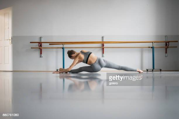 girl doing the splits on floor in studio - danza moderna foto e immagini stock