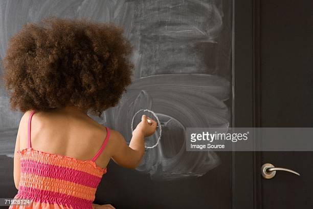 Mädchen Zeichnung auf Tafel