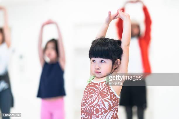 女の子楽しみますフィットネス - 有酸素運動 ストックフォトと画像