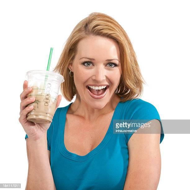 女性彼女のアイスコーヒーをお楽しみいただけます。