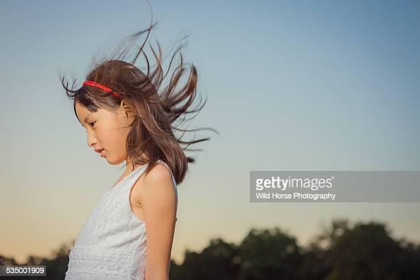 girl feeling wind - girl blowing horse - fotografias e filmes do acervo