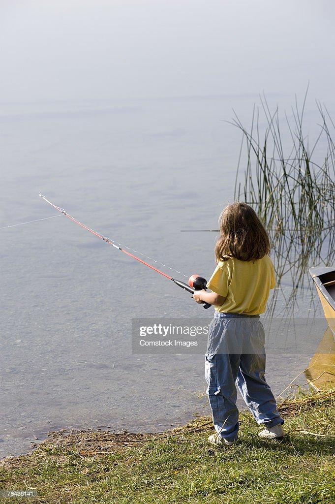 Girl fishing : Stockfoto