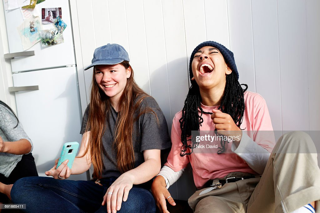 Girl friends hanging out together : Stock Photo