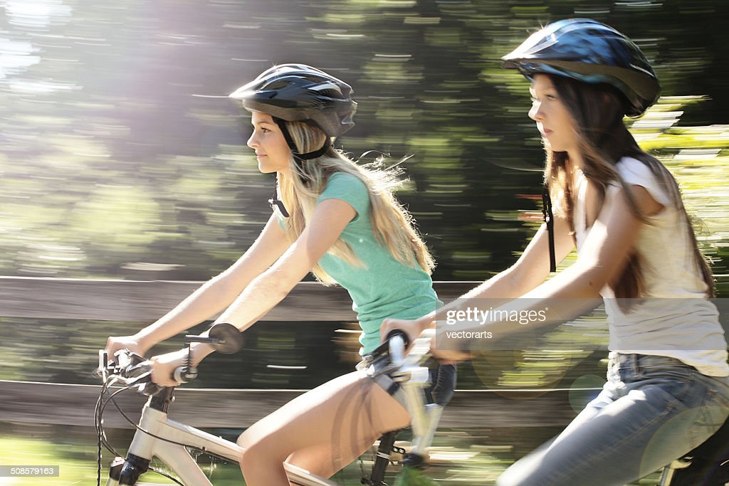 girl friends riding bikes : Bildbanksbilder