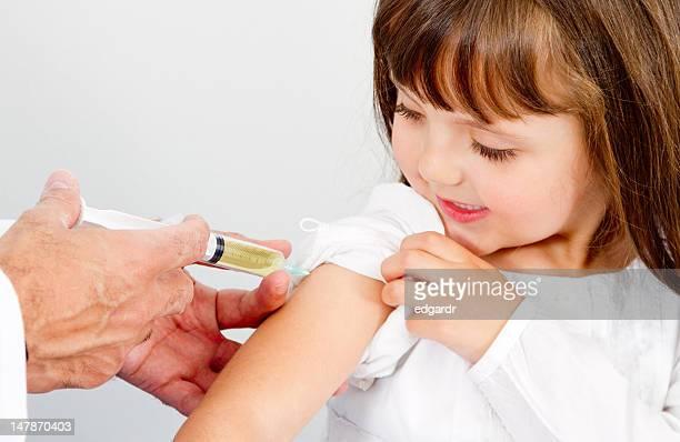 Fille s'un vaccin