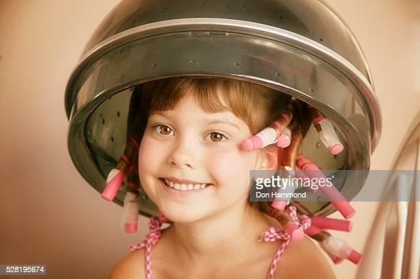 girl getting perm - krulspelden stockfoto's en -beelden