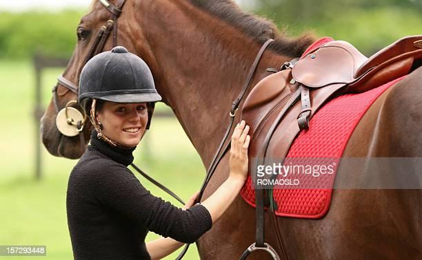 Fille Préparez-vous pour l'équitation, de la Norvège