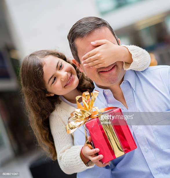 girl giving gift to daddy - fathers day stock pictures, royalty-free photos & images
