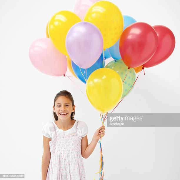 girl (9-10) holding a bunch of balloons - 10 11 jahre stock-fotos und bilder