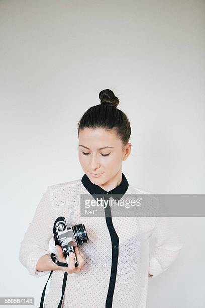 girl holding camera - n n girl model stock photos and pictures