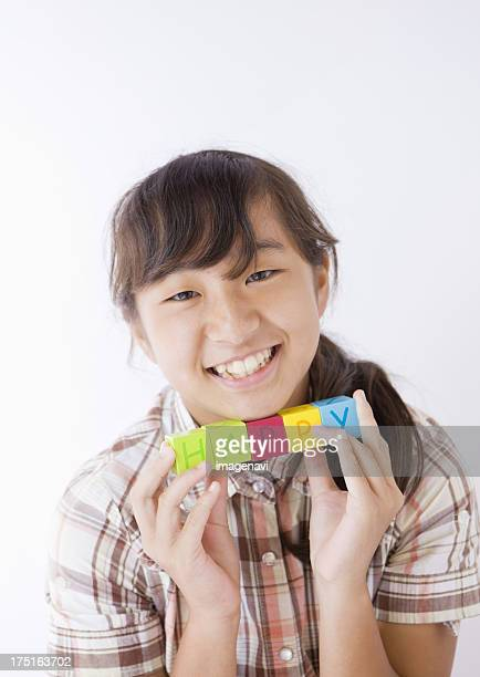 "girl holding """"happy"""" blocks - 12歳から13歳 ストックフォトと画像"