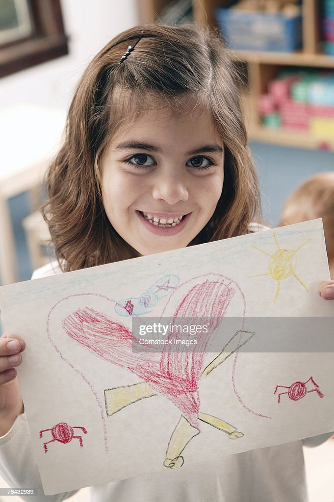 Girl holding her drawing : Stockfoto