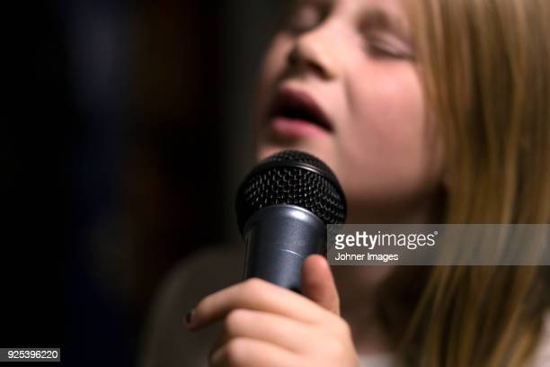 girl holding microphone and singing - sångare artist bildbanksfoton och bilder