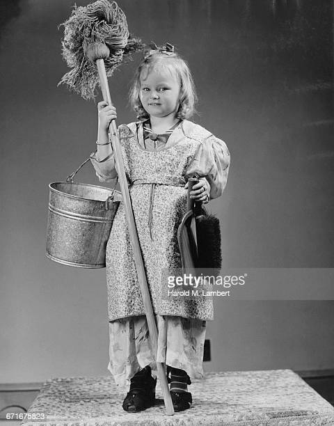 girl holding mop and bucket - {{ collectponotification.cta }} fotografías e imágenes de stock