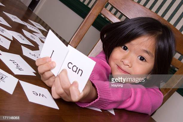 girl holding up flash cards that say 'i' and 'can' - single word stock pictures, royalty-free photos & images