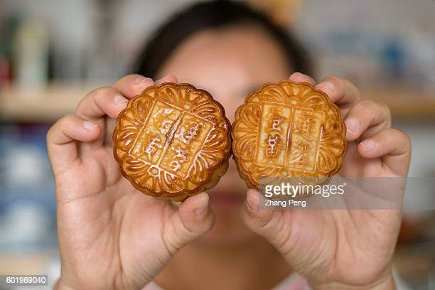 Girl holds mooncakes On September 15 Chinese people will celebrate 2016 MidAutumn festival by getting together with their families and eating...