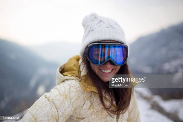 girl in a mask for snowboarding