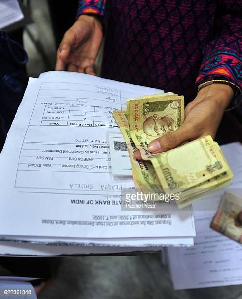 A girl in a queue to exchange their currency notes of 500 1000 as Prime minister Narendra Modi ban on 500 and 1000 currency notes in Allahabad