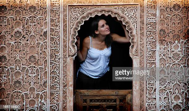 girl in a window of a moorish palace in marrakech - femme marocaine photos et images de collection