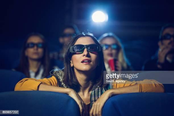 meisje in bioscoop - overheadprojector stockfoto's en -beelden